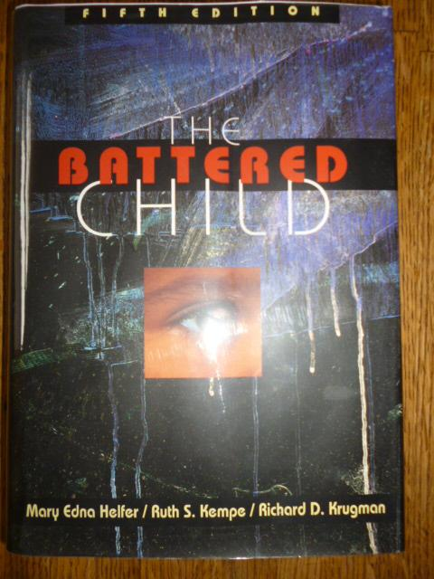 The Battered Child (Fifth Edition) - Helfer, Mary Edna (Ed); Kempe, Ruth S. (Ed); Krugman, Richard D. (Ed)