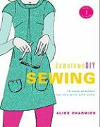 DowntownDIY Sewing: 14 Easy Designs for City Girls with Style [With 3 Full-Size Patterns] - Chadwick, Alice; Finn-Davis, Leanne